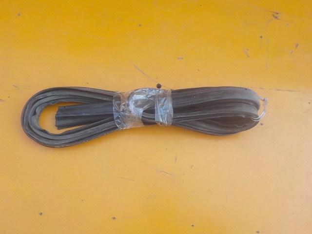 уплотнительная резинка багажника для DAIHATSU STORIA